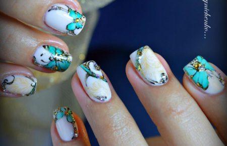 Модный маникюр весна -лето с бабочками на короткие ногти