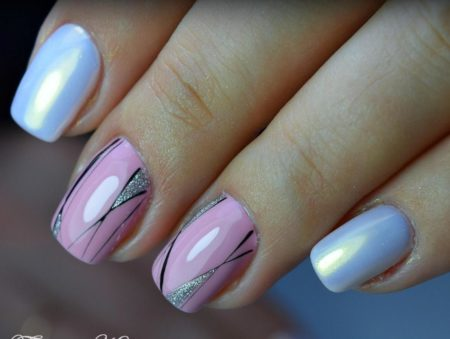 Двухцветный маникюр на короткие ногти с дизайном