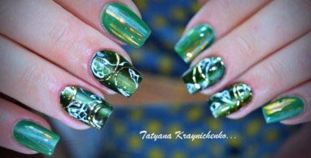 Красивый зеленый маникюр с золотом