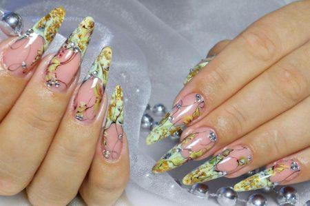 Модный маникюр на длинные ногти с дизайном