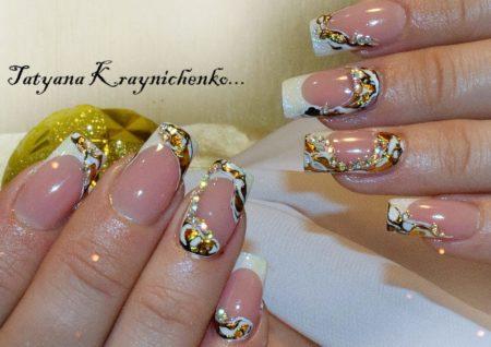 Модный маникюр на квадратные ногти с дизайном