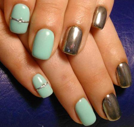 Голубой маникюр идея двухцветного маникюра на короткие ногти с дизайном