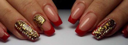 Красный френч с красивыми золотыми узорами и стразами