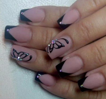 Черный френч на квадратные ногти с дизайном крылья бабочки украшенные стразами