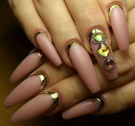Эффектные ногти — модный дизайн маникюра с рисунком и фотодизайном.