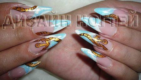 Голубой френч на длинные острые ногти с дизайном рисунка