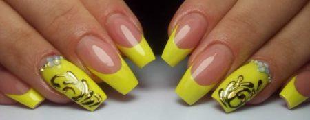 Желтый френч на длинные ногти с дизайном
