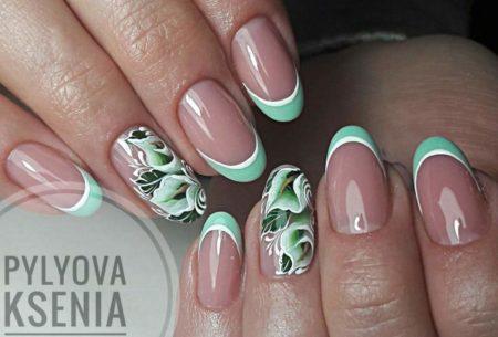 Зеленый френч на короткие ногти с цветами