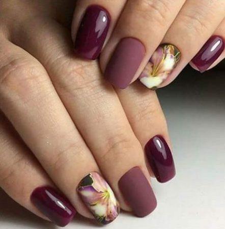 Модный матовый маникюр с цветами