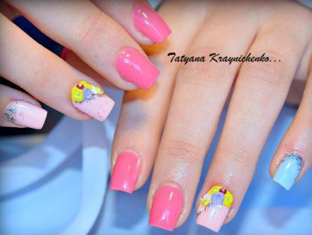 Модный маникюр на короткие ногти с объемным дизайном