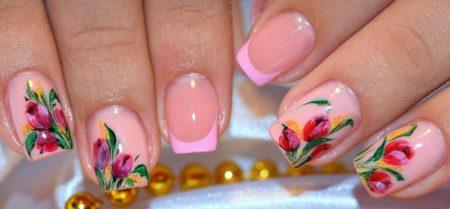 Розовый френч на короткие квадратные ногти с цветами