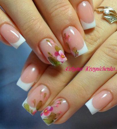 Белый френч на квадратные ногти с красивыми цветами