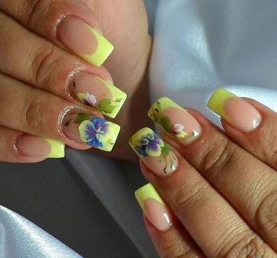 Желтый френч на длинные ногти с цветами