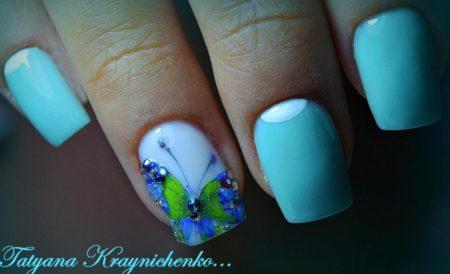 Маникюр весна - лето на квадратные ногти идея дизайна бабочка