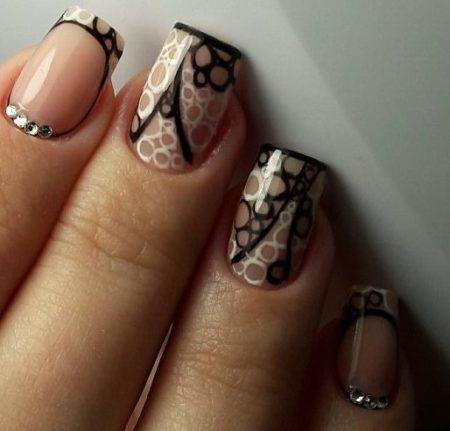Модный маникюр на короткие квадратные ногти для романтического свидания