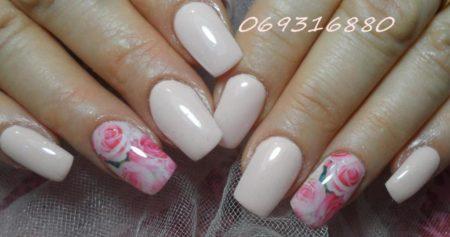 Модный розовый маникюр идея праздничного маникюра весна - лето