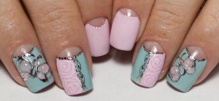 Модный маникюр на короткие ногти с дизайном идея лунного маникюра