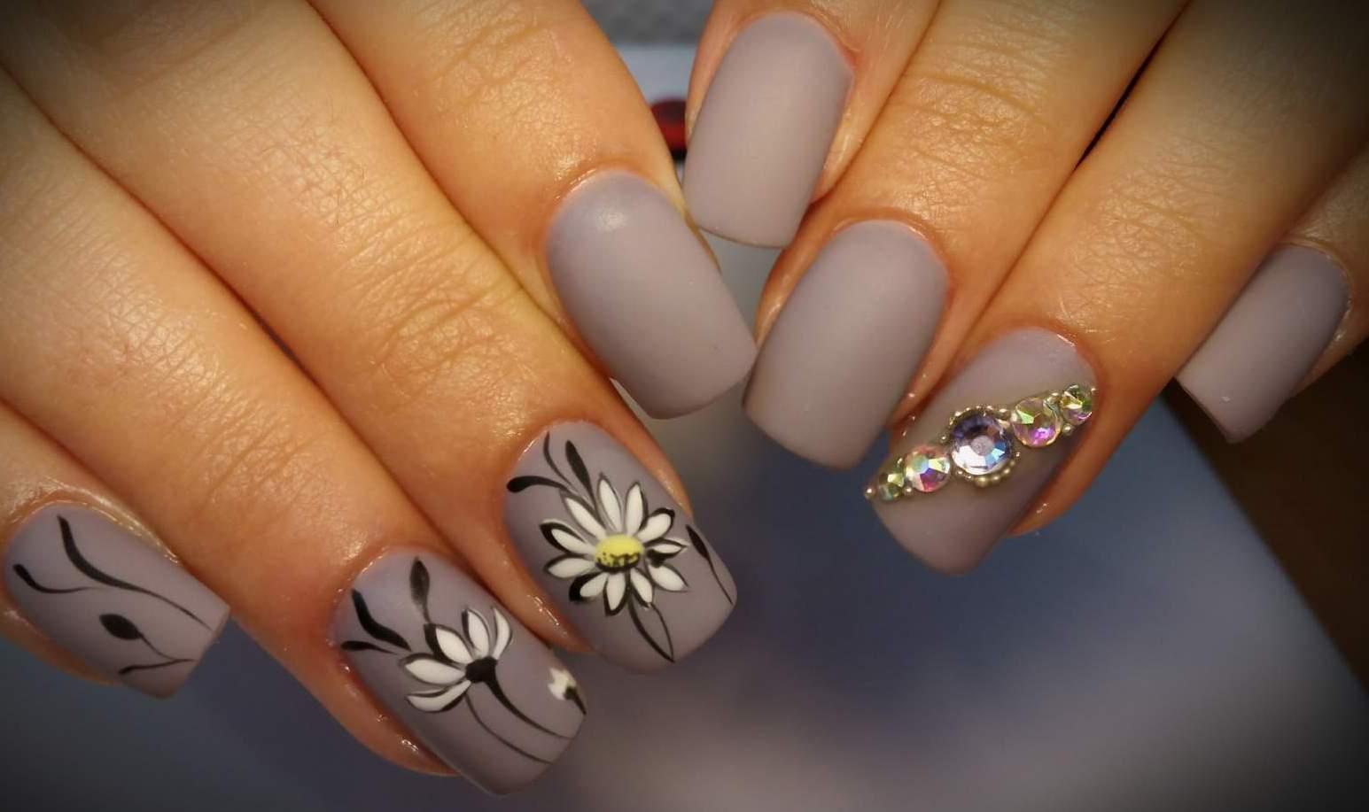 Фото стильного дизайна ногтей