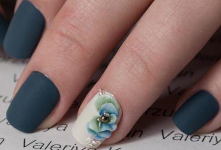 Модный матовый маникюр на короткие ногти с объемным дизайном