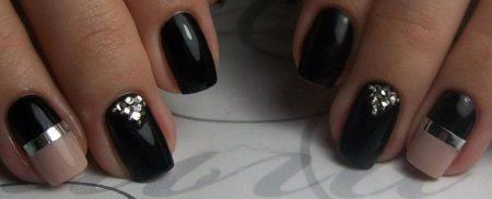 Вечерний маникюр на короткие ногти с дизайном