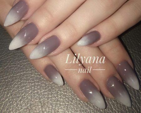 Серый градиентный маникюр на длинные ногти с глянцевым покрытием