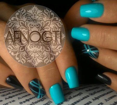 Синий маникюр с красивым дизайном