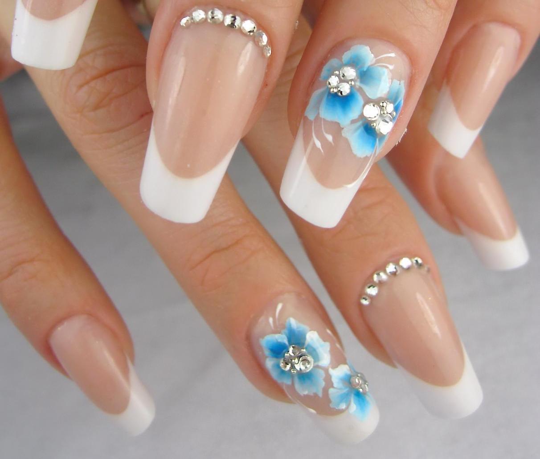Свадебный дизайн ногтей с синими цветами
