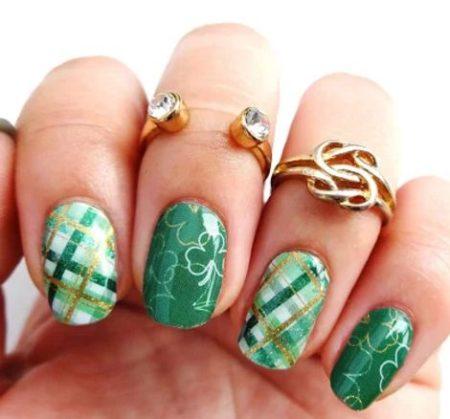 Дизайн ногтей — Маникюр французский на короткие ногти фото.