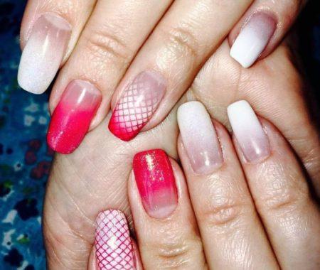 Дизайн ногтей аэрогафия бело-красный