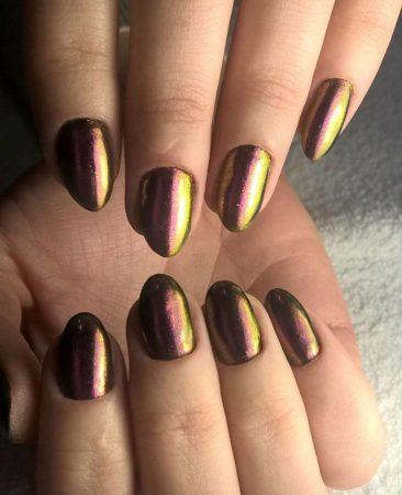 Золотисто-коричневая втирка на ногтях фото