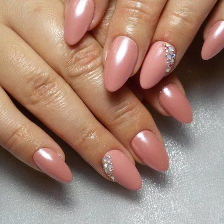 Нежно-розовый зеркальный маникюр