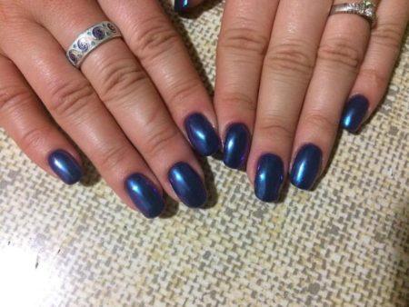 Темно-синий зеркальный маникюр фото