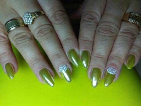 Отличный дизайн ногтей в теплых зеленых тонах