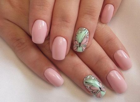 бабочки на ногтях маникюр