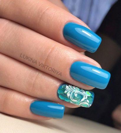 дизайн ногтей с камифубиками вензеля