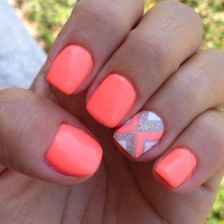 Такое оформление подойдет для ногтей любой длины. Замечательный выбор для стильных и модных девушек.