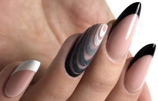 Стильные ногти, дизайн выполнен с помощью акриловой пудры