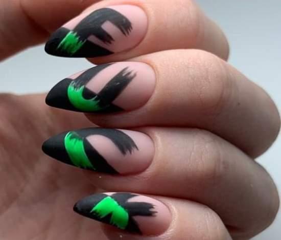 дерзкая надпись на ногтях