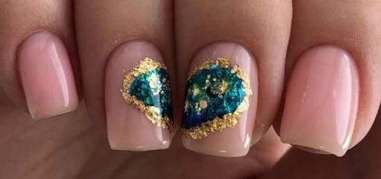 Сердце из фольги на ногтях