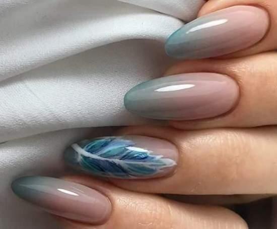 градиент и перо на ногтях