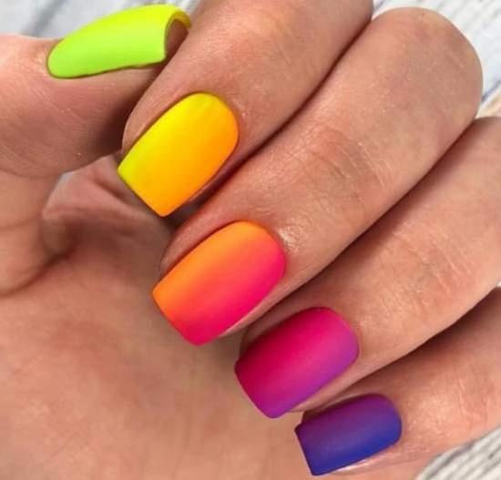 красивый переход цвета от одного ногтя к другому