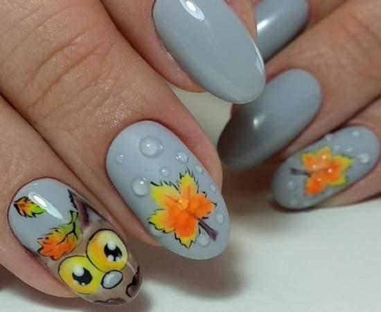 Осенний нейл-арт с прозрачными точками в виде капель на ногтях
