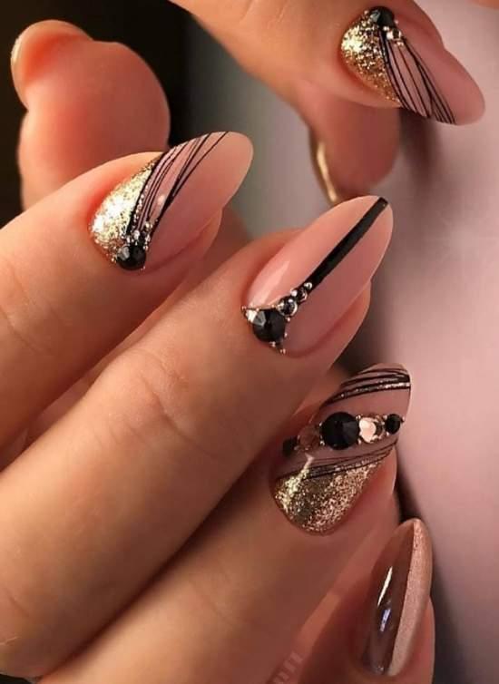 """""""Паутинка"""" и золото на ногтях"""