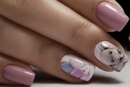 слоник на ногтях
