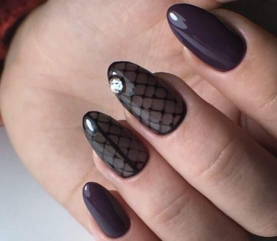 Красивые ногти, дизайн выполнен в технике {amp}quot;Колготки{amp}quot;