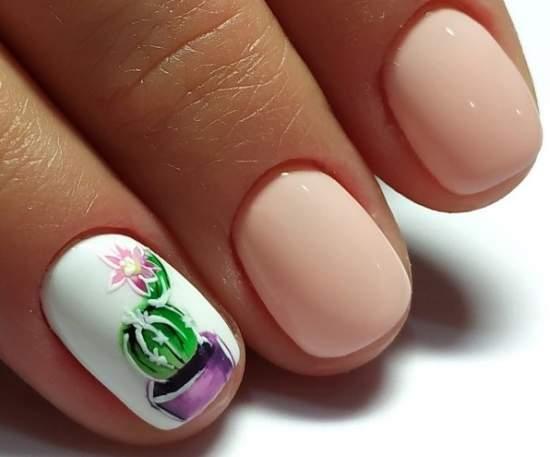 кактус на коротких ногтях