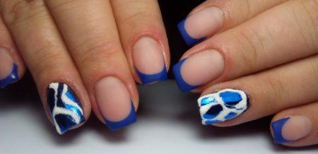 Синий маникюр на квадратных коротких ногтях