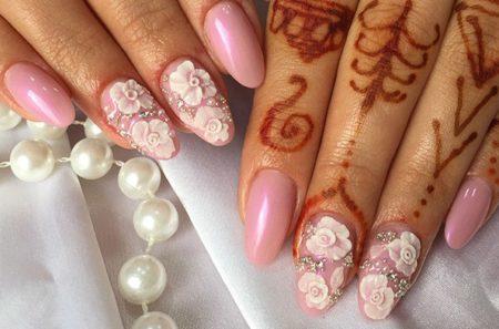 Красивый маникюр для невест с лепкой