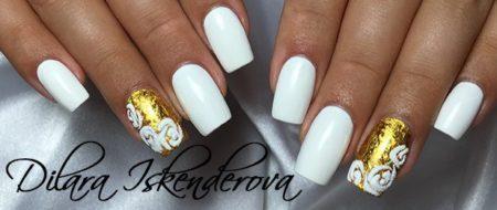 Модный маникюр белый с золотом