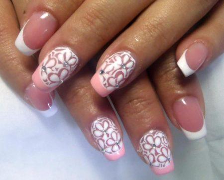 Бело - розовый френч с рисунком и стразами